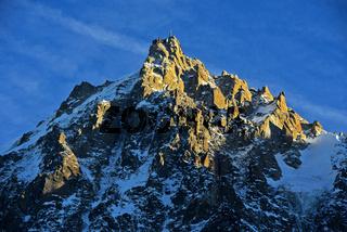 Aiguille du Midi in der Abendsonne im Winter