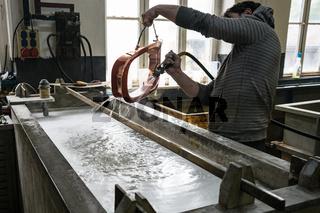 Galvanisierungsbad mit Metallablagerung