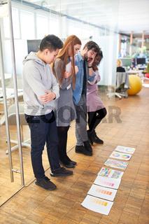Grafikdesigner Start-Up Team beim Brainstorming