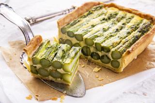 tarte with asparagus