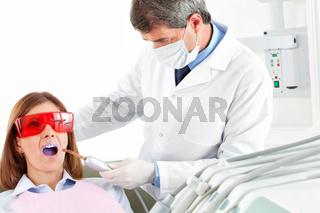 Laserbehandlung beim Zahnarzt