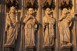 Statuen, Heiligenfiguren, Hauptportal der Westfassade, Kölner Dom, Köln, Nordrhein-Westfalen, Deutschland, Europa