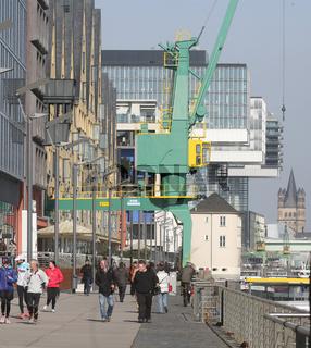 Köln Uferpromenade Rheinauhafen