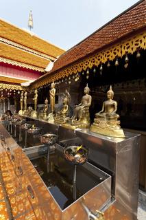 Vergoldete Statue im Tempel Wat Phra That Doi Suthep bei Chiang Mai - Gilded Statues of the Temple Wat Phra That Doi Suthep near Chaing Mai