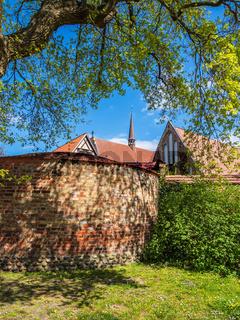Kloster zum Heiligen Kreuz und Stadtmauer in der Hansestadt Rostock