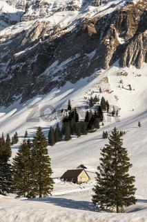 Winterlandschaft mit Berghütten auf der Schwägalp, Kanton Appenzell Ausserrhoden, Schweiz