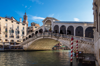 Blick auf die Rialto Brücke in Venedig, Italien