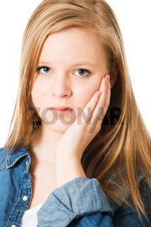 Mädchen hat Zahnschmerzen