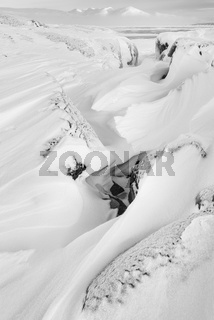 Blick ueber den gefrorenen See Tornetraesk, Lappland