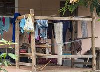Trraditioneller Lao-Thai Webstuhl im Freien, Ban Phanom, Laos