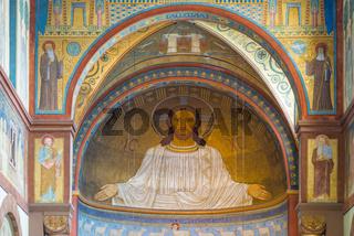 Monumentales auf Goldgrund gearbeitetes Wandgemälde, Christusfigur in der Apsis über dem Altar, Abtei St. Hildegard, UNESCO-Welterbe Oberes Mittelrheintal, Rüdesheim am Rhein, Hessen, Deutschland, Europa