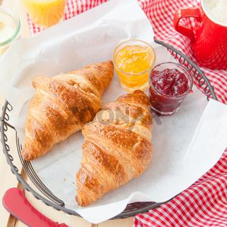 Frische Croissants zum Fruehstueck