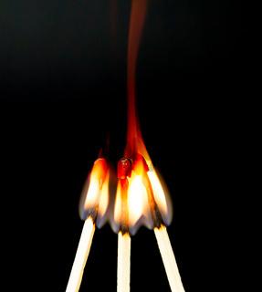 Zündholz mit Flamme