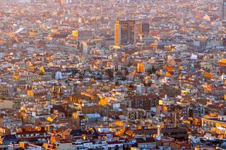 Blick über Barcelona am frühen morgen
