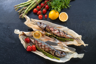 Grilled mackerel with asparagus