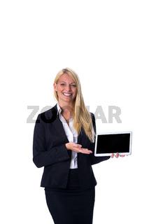 Glückliche Frau mit Tablet in der Hand