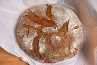 Bauernbrot, Brot vom Bäcker, Sauerteigbrot, Holzofenbrot