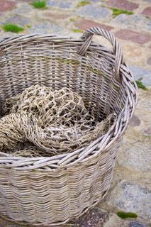 Korb mit Fischernetz