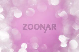 Leuchtend weißes Bokeh mit rosa Zentrum