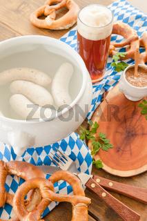 Weisswurst mit suessem Senf