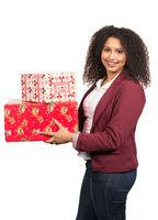 Frau hält Weihnachtsgeschenke