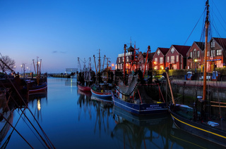 Neuharlingersiel Hafen Abend - Neuharlingersiel harbour evening 01