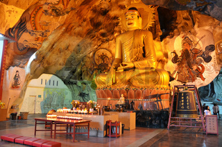 Perak Tong cave temple