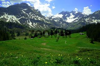 Koerbersee mit Braunarspitze am Hochtannberg