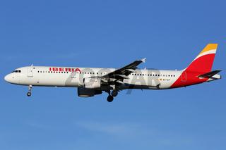 Iberia Flugzeug Airbus A321 Flughafen Madrid