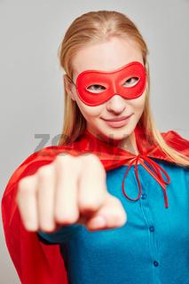 Starke Frau als Superheld zu Karneval