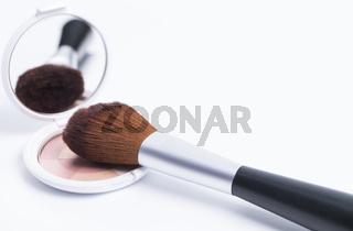 Make-Up Dose und Pinsel