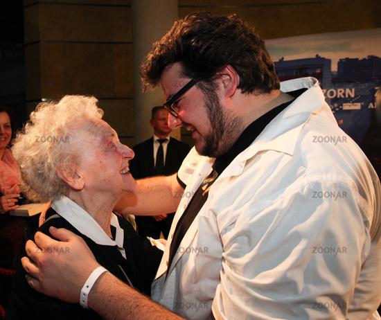 Foto Schauspieler Axel Ranisch Mit Seiner Oma Ruth Bickelhaupt Bild 7121713