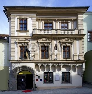 Fassade mit gotischen  und Historismus Elementen