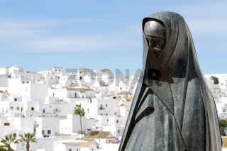 Vejer mit Skulptur. Andalusien