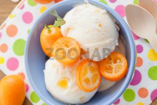Eiscreme mit Kumquats