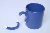 Scherben bringen Glueck! zerbrochene Kaffeetasse
