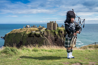 Traditioneller schottischer Dudelsackspieler