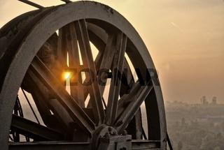 Industrierad vor Sonnenuntergang