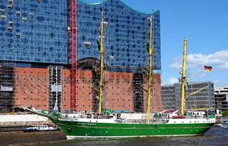 Alexander Humboldt II, Impressionen der Auslaufparade vom 826. Hamburger Hafengeburtstag 2015; Impressions of the 826th Birthday of the Port of Hamburg 2015, Germany
