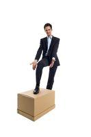Geschäftsmann mit einer Box