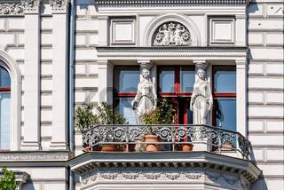Weibliche Säulenfiguren am ehemaligen Wohnhaus des Berliner Baumeisters Wilhelm Riehmer