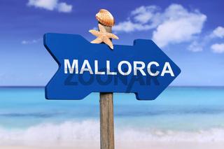 Palma de Mallorca mit Strand und Meer in den Ferien im Sommer