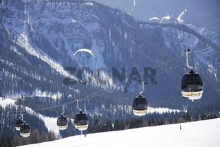 Ski-Lift am Kronplatz mit Drachenflieger