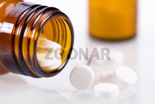 Alternative Medizin mit homöopathischen Pillen