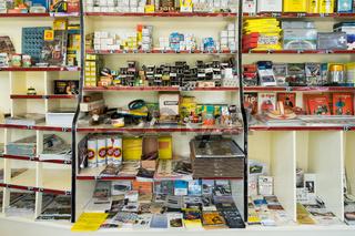 Verkaufsregal in alter Gasolin Tankstelle