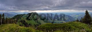 Panoramaaussicht vom Seelekopf auf das Alpenvorland