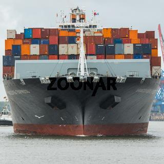 Containerschiff auf der Elbe