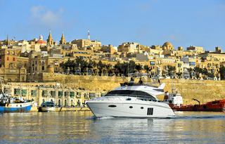 Jacht im Grand Harbour ,Valletta,Malta
