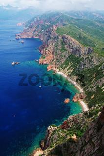 Tiefblick vom 'Capu Rossu' - Korsika