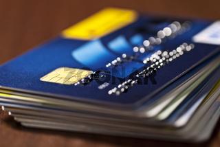 Ein Stapel Kreditkarten